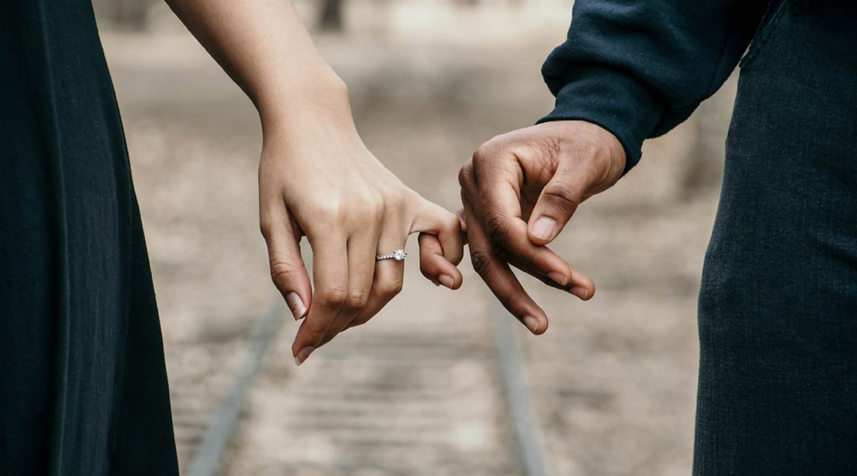 adults-blur-couple-888899